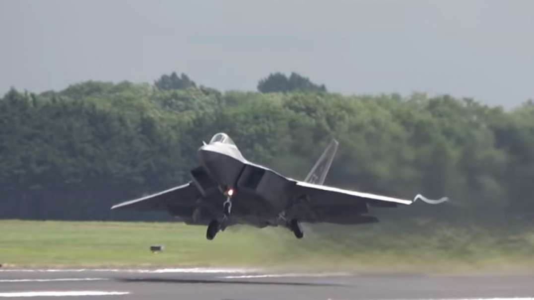 Awesome F-22 Raptor Falls-freefall from sky in full control  4K.mp4